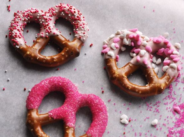 Dipped and Decorated Pretzels from 5MinutesForMom.com